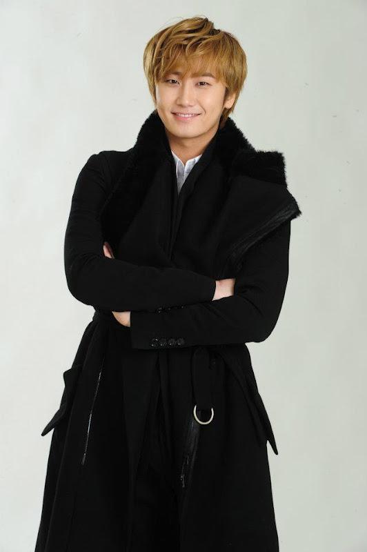 [News] 30/04/2012 - Young Saeng & Kyu Jong - La maison de disque B2M Enterntainement.  B2m5